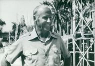 Thor Heyerdahl at the yard in Edens lust in Iraq