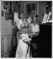 Anna-Lisa Bjorling playing piano.