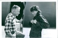 Jim Abrahams and Charlie Sheen having a conversation on the set of a 1993 comedy/parody film,