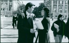 """A scene from the film """"The Mirror Has Two Faces"""" with Barbra Streisand and Pierce Brosnan, 1996."""