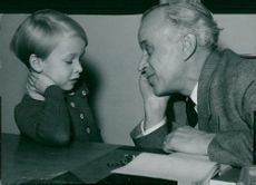 "Actor Anders Henriksson ""film tester"" 5-year-old Thomas Westerberg at Europa Studio"