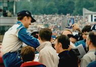 The fans gathered around Rickard Rydell on the Brand Hatch competition area to get an autograph.