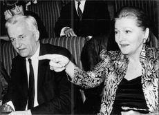 Richard von Weizsäcker sitting with Joan Fontaine.