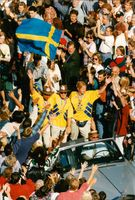 Football team home with bronze from the World Cup in the United States. Martin Dahlin, Tomas Brolin and Kent Andersson are celebrated
