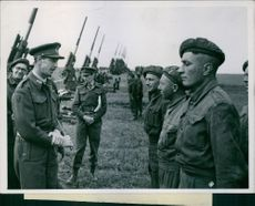 Major General Dennis talking to Sergeant E.C Rye, Gunner F.A. White.