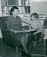 Jarl Hjalmarsson's wife Eyvor reads for the son