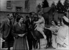 Queen Elizabeth II together with the family during a trip.