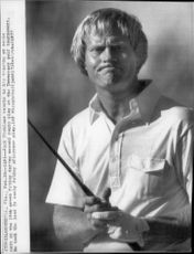 Golf player Jack Nicklaus misses a putt during Inverrary Golf Tournament 1977l