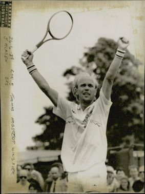 Thomas Högstedt wins over Jakob Hlasek in Wimbledon in 1989