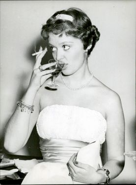 Princess Birgitta siting while drinking wine in the event, 1958.