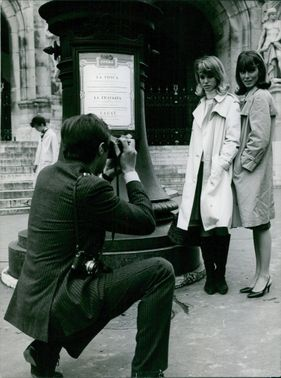 LADIES ARE TAKING PICTURE