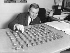 """Detective Lars T. Levin shows the 82 locks from stolen cars anträffades of one of the boys in the """"Youth League"""""""