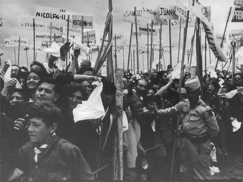 People protesting for Pope Paul VI.