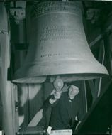 Church warrior Aaron Blixt succeeds in the great church bell when Sävsjö becomes a city in 1947.