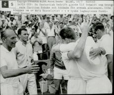 Ulf Schmidt is congratulated by Mats Hasselqvist after winning victory against Cristian Kuhnke in Davis Cup 64. Tv saw German captain Ferdinand Hankel