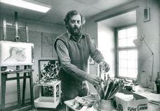 Swiss-Swedish artist Walter Huber at his work desk at the München Brewery.