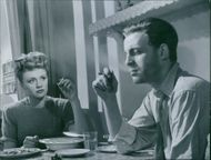 Gunn Wållgren and Alf Kjellin in the film Woman Without a Face, 1947.