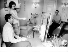 Juan Carlos I with Sofia looking at a painting.
