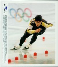 Winter Olympics in Nagano 1998. Speed ??Skating. Hiroyasu Shimizu took gold in the 500 meter race