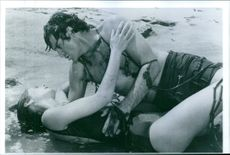 A scene showing Robert Hays and Julie Hagerty at the beach in Airplane!