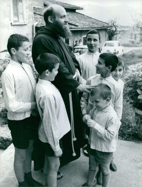 Vintage photo of Carlo Donizelli surrounded by young boys.