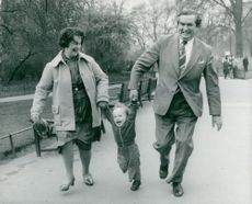 Denis Healey and his wife Edna with the grandchild Tom in Hyde Park