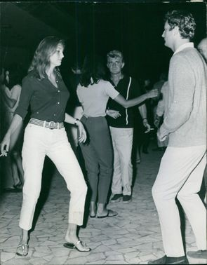 Mia Genberg and Jim Mitchum dancing together.