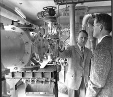 Aeronautical Research Institute engineer Sven-Erik Nyberg and Dr. Georg Drougge at the hypersonic wind tunnel.