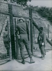American soldier talking to a Korean prisoner. 1950