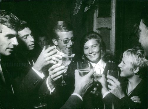 Guyonne Dalle smiling and having a toast with her companions.