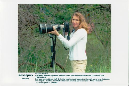 German tennis player Steffi Graf in South Africa takes pictures