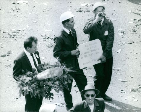 Gentlemen holding signs and flowers. July 26, 1964
