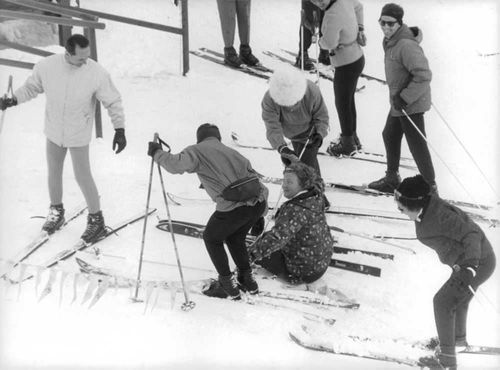 Queen Juliana fell on her skis.  - 1964