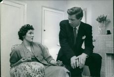 Man and woman having discussion.
