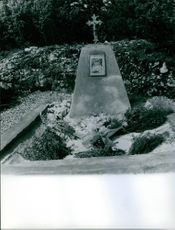 The abducted Anne-Marie Pelissier's tomb.