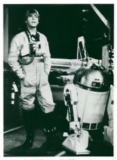 """Mark Hamill next to R2-D2 in """"War of Stars"""""""