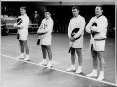 The tennis players Lew Hoad, Ken Rosewall, Frank Sedgman and Tony Trabert stand up