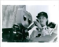 Jodie Foster directs a 1995 comedy-drama film,