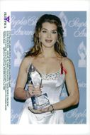 """Actress Brooke Shields with his Statue of People's Choice Award for """"Favorite Female in a New Series"""""""