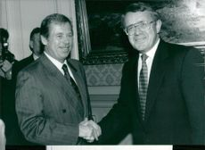 Vaclav Havel shakes hands with Arnold Koller