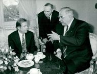 Vaclav Havel meets with Helmut Kohl in Munich