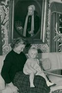 Sundby Manor on Ornö. Catharina Stenback in her mother Ebba's knee