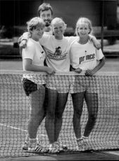 Catrin Jexell, Catarina Lindqvist and Carina Karlsson from the Swedish team in tennis, in front of Lasse Tell