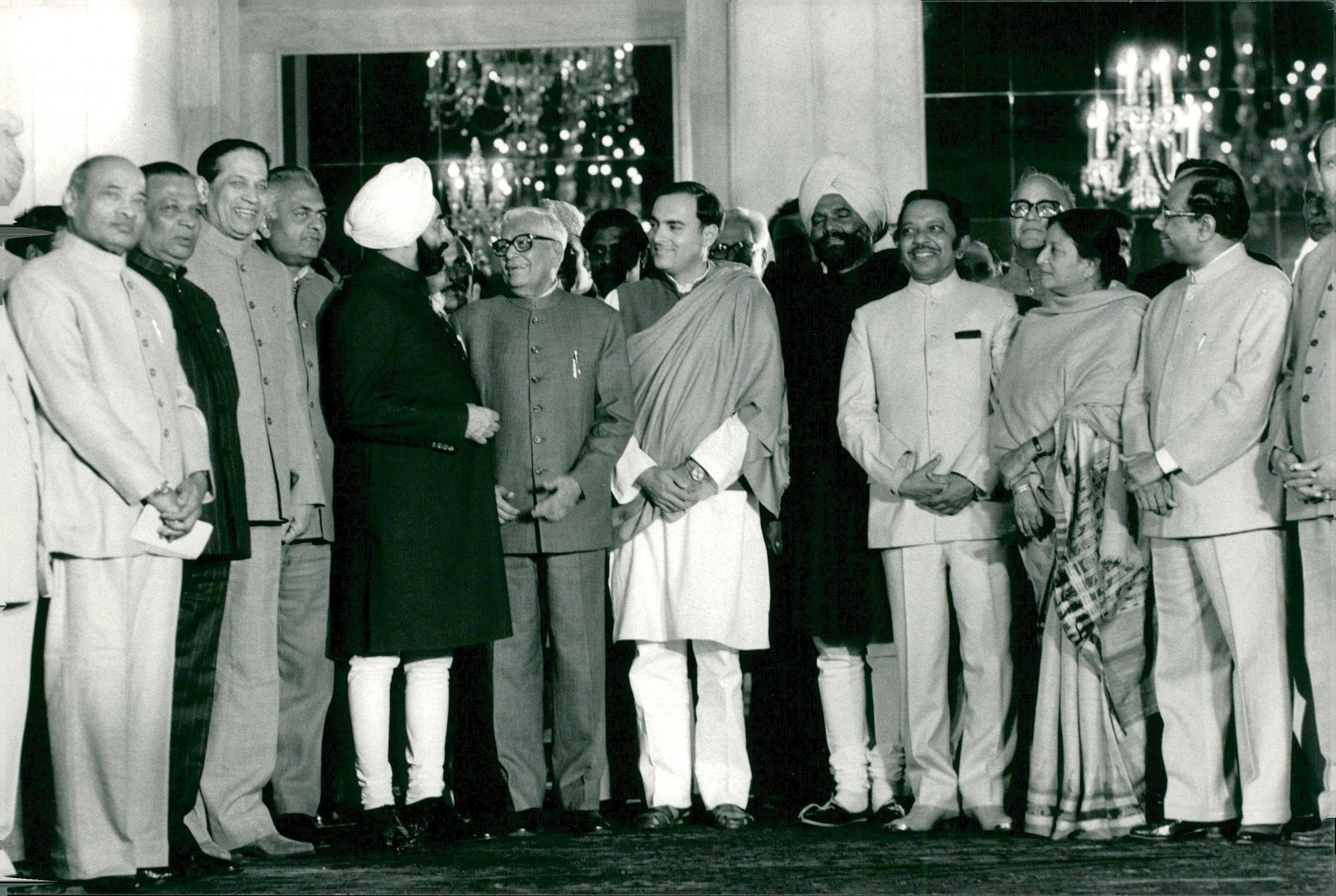 Indias Prime Minister Rajiv Gandhi flanked by, among others, Buta Singh and Giani Zail Singh SCAN-TT-00710599 - IMS Vintage Photos