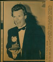 Steve Winwood he poses for photographers with his Grammy Award.