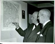 Captain Åke G. Wickman and Director General V. Hernlund front of the first Swedish-color map sheet.