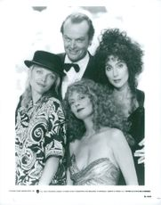 """Jack Nicholson surrounded by his witches in the movie """"The Witches of Eastwick"""", Michelle Pfeiffer, Susan Sarandon and Cher"""