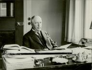 Portrait of Henning Karlsson 1930 sitting at his office table.