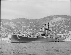 The heavy cruiser USS Des Moines CA-134, a powerful unit in the US Navy