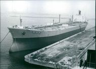 1976  A photo of the Giant Japanese tanker